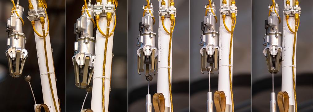 Différentes étapes de capture du grappin avec l'atterrisseur ForeSight du Jet Propulsion Laboratory ((© NASA/JPL-Caltech/IPGP/Philippe Labrot)