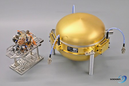 A VBB pendulum beside the evacuated sphere that houses it (© IPGP/SODERN/CNES).