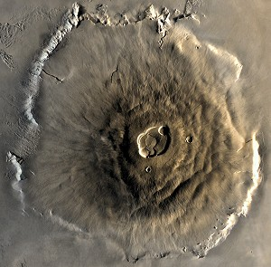 The Olympus Mons volcano is 25 kilometres high, and is big enough to cover the whole of metropolitan France (© NASA).