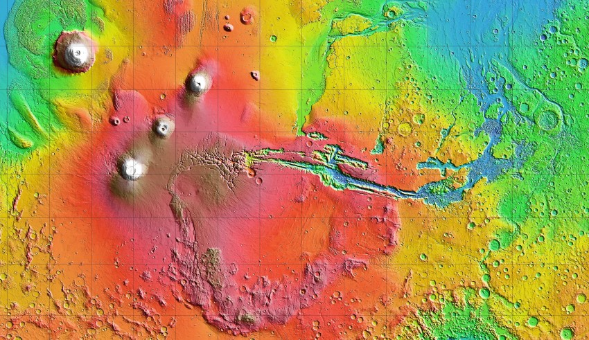 Carte altimétrique de la surface martienne montrant le dôme de Tharsis et l'immense canyon de Valles Marineris (© MOLA Team/NASA)